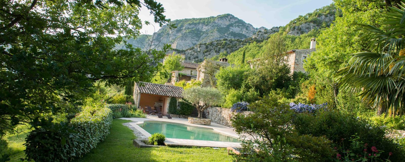 Jardin piscine maison hotes provence